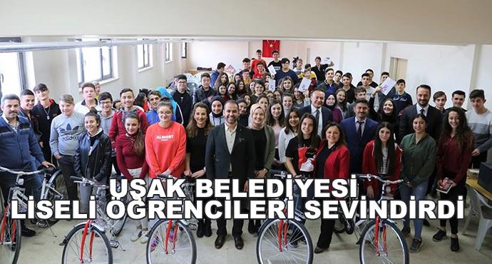 Uşak Belediyesi Liseli Öğrencileri Sevindirdi