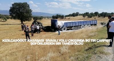 Kızılcasöğüt Kasabası  Sivaslı Yolu Çıkışında İki Tır Çarpıştı Şoförlerden Bir Tanesi Öldü